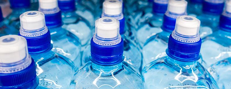 l'acqua nelle bottiglie può andare a male