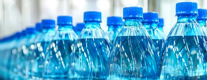 le bottiglie in plastica fanno male