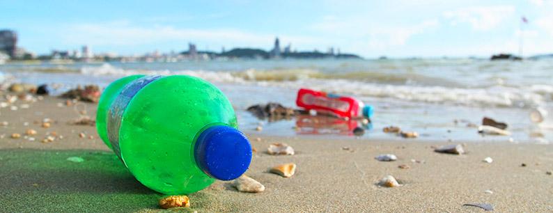 Milioni di tonnellate di plastica riversate nel mare