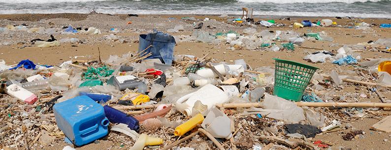 Inquinamento da plastica sulle spiagge