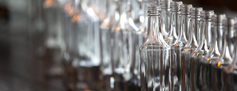 produzione di bottiglie di vetro ecosostenibili