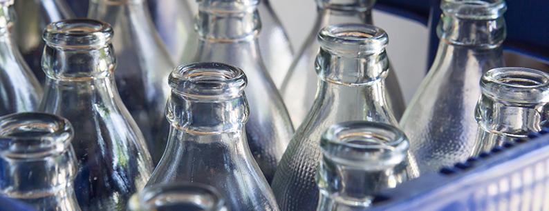 cassa di bottiglie di vetro