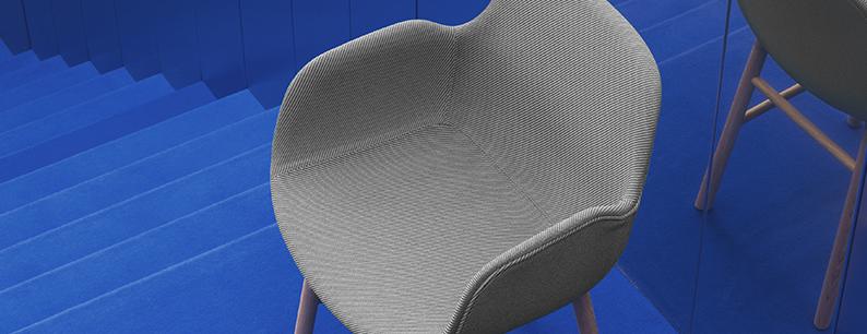 Con la plastica riciclata Oceanic produce tessuti per poltroncine di Design