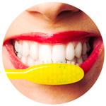 lavarsi i denti con il dentifricio